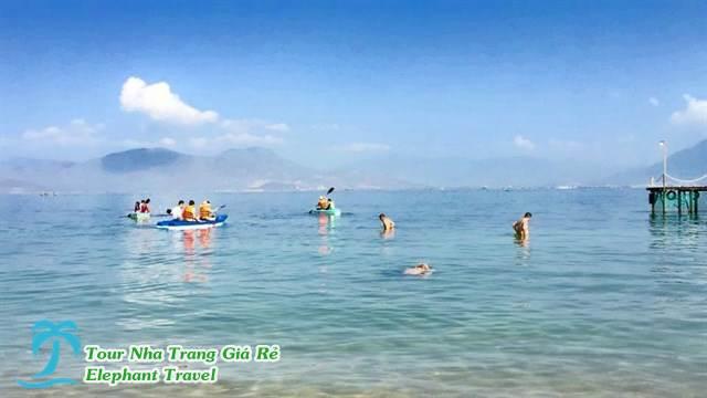 hòa mình vào làn nước biển trong mát tại resort sao biển